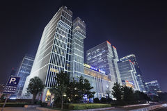 Wanda Plaza-de bouw bij nacht, Peking, China Stock Fotografie