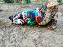 Wandalizm w boisku Drewniana rzeźba na boisku fotografia royalty free