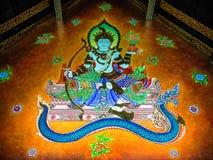 Wandbild des Gottes sitzend über Schlange Stockfoto