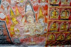 Wandbilder und Buddha-Statuen am Dambulla-Höhlen-goldenen Tempel Stockbild