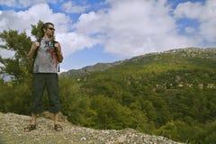 Wandelaar in bergen Royalty-vrije Stock Fotografie