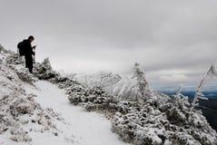 Wandelaar in bergen Fagaras stock fotografie
