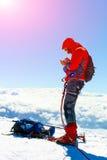 Wandelaar bij de bovenkant van een onderstel Royalty-vrije Stock Fotografie