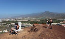 Wandelaar bovenop een berg Stock Foto