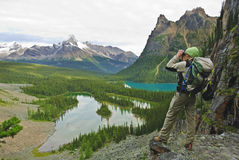 Wandelaar in Canadese rockies Royalty-vrije Stock Afbeeldingen