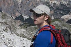 Wandelaar in de bergen Stock Afbeelding