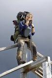 Wandelaar in de wildernis van Noorwegen Royalty-vrije Stock Foto