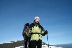 Wandelaar in de winterbergen Royalty-vrije Stock Afbeeldingen