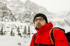 Wandelaar die dichtbij cabine rusten Royalty-vrije Stock Foto's