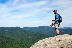 Wandelaar die vallei Shenandoah overziet royalty-vrije stock foto
