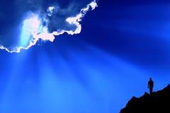 Wandelaar, hemel, wolk en zonnestralen Royalty-vrije Stock Fotografie