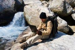 Wandelaar met laptop Stock Foto's