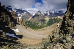 Wandelaar in nationale parc Banff stock afbeelding