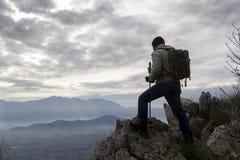 Wandelaar op Berg royalty-vrije stock foto