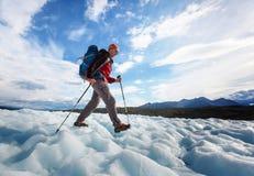 Wandelaar op gletsjer Royalty-vrije Stock Afbeelding