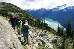 Wandelaars boven Meer Garibaldi Stock Fotografie