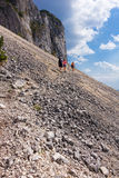 Wandelaars op de Berg van Piatra Craiului Royalty-vrije Stock Afbeelding
