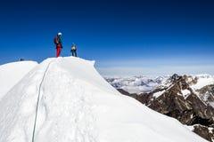 Wandelaars op de bergen Royalty-vrije Stock Foto