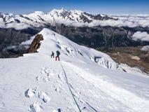 Wandelaars op de bergen Royalty-vrije Stock Afbeeldingen