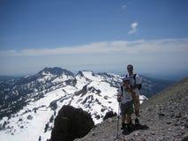 Wandelaars op een berg Royalty-vrije Stock Afbeelding