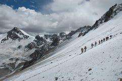 Wandelaars op hun manier aan Aconcagua Stock Fotografie