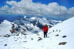 Wandelaars op hun manier aan Aconcagua Royalty-vrije Stock Foto