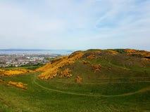 Wandelend aan Arthurs Seat in Edinburgh, het UK stock afbeeldingen