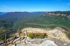 Wandelend aan hemels rotsvooruitzicht, blauwe bergen, Australië 9 royalty-vrije stock afbeeldingen