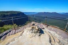 Wandelend aan hemels rotsvooruitzicht, blauwe bergen, Australië 3 royalty-vrije stock fotografie
