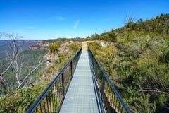 Wandelend aan hemels rotsvooruitzicht, blauwe bergen, Australië 7 stock foto's