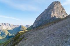 Wandelend in de bergen van Lechtal-Alpen, Noord-Tirol, Oostenrijk Royalty-vrije Stock Afbeelding