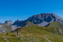 Wandelend in de bergen van Lechtal-Alpen, Noord-Tirol, Oostenrijk Royalty-vrije Stock Fotografie
