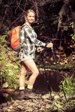 Wandelende jonge vrouw royalty-vrije stock foto's
