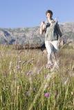 Wandelende vrouw Royalty-vrije Stock Fotografie