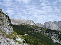 Wandeling in de berg-ketting \ Wildere Kaiser \ Royalty-vrije Stock Foto