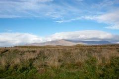Wandeling in de bergen van IJsland stock foto