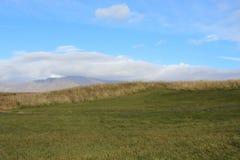 Wandeling in de bergen van IJsland stock foto's