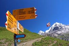 Wandeling in de Zwitserse alpen Royalty-vrije Stock Afbeeldingen