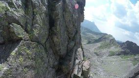 Wandeling en het beklimmen in de Tatra-bergen stock video