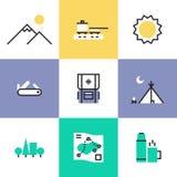 Wandeling en het kamperen geplaatste pictogrampictogrammen royalty-vrije illustratie