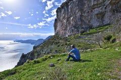 Wandeling op de bergen van de Amalfi kust stock afbeelding