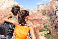 Wandeling - wandelaars die het park van meningszion national bekijken Royalty-vrije Stock Foto's