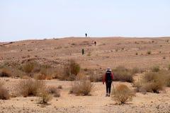 Wandeling in Woestijn Negev stock afbeeldingen