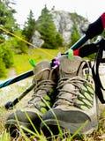 Wandelingslaarzen met Trekking Polen Royalty-vrije Stock Fotografie