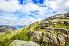 Wandelingssleep en alpien landschap van Preikestolen Royalty-vrije Stock Foto