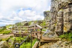 Wandelingssleep en alpien landschap van Preikestolen, Noorwegen Stock Foto