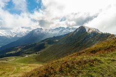 Wandelingssleep in het berglandschap van de Allgau-Alpen op Fellhorn en de wolken royalty-vrije stock foto's