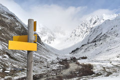 Wandelingsteken in berg Stock Afbeeldingen