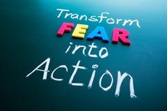 Wandeln Sie Furcht in Aktionskonzept um lizenzfreies stockbild