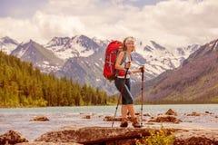 Wanderer in Altai-Bergen Stockfotografie